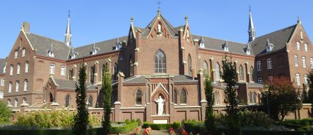 Dienaressen spps. Steyl, Frontansicht Herz-Jesu-Kloster