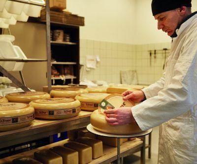 Abdij Koningshoeven komt met speciale verkoopactie voor 15.000 kilo kaas